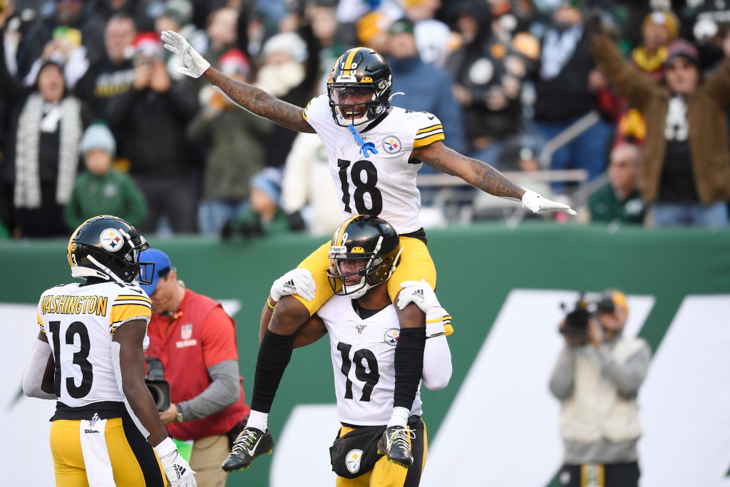 JuJu Smith-Schuster carries Diontae Johnson of the Pittsburgh Steelers on his shoulders after Johnson's touchdown