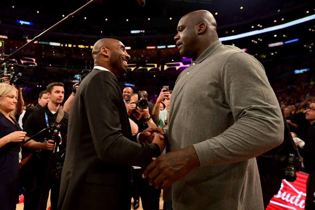 Kobe Bryant and Shaquille O'Neal shake hands at halftime