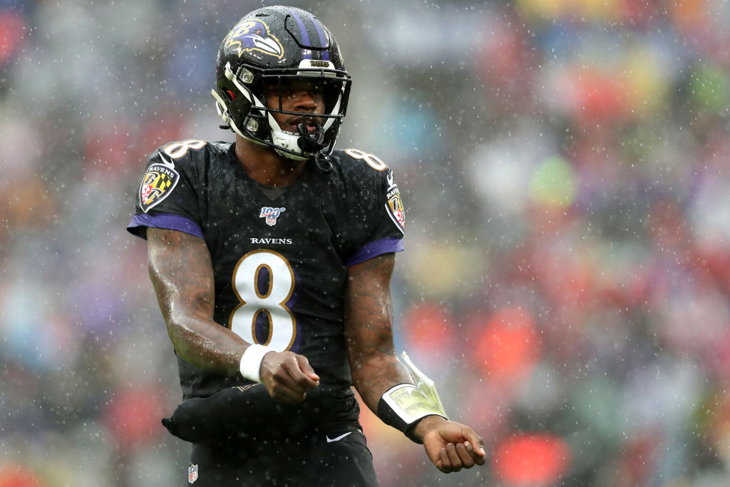 Lamar Jackson celebrates a Baltimore Ravens touchdown in style