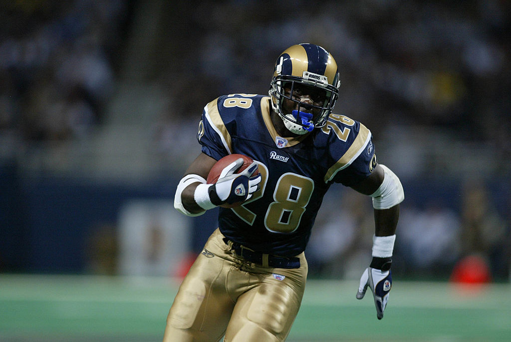 Marshall Faulk rushing down the field.