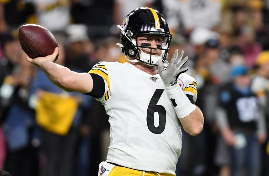Steelers quarterback Devlin Hodges