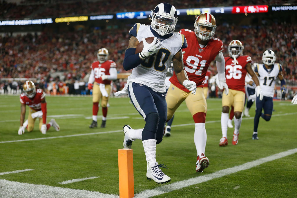 Todd Gurley scoring the record-setting touchdown against the San Francisco 49ers