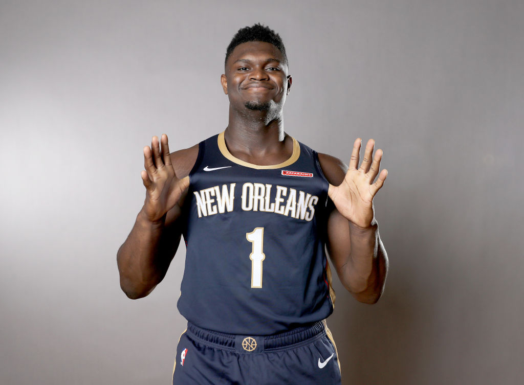 Zion Williamson poses for a team photo shoot