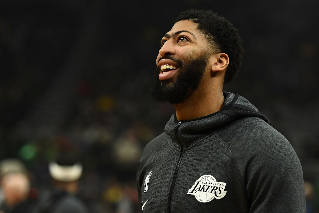 Anthony Davis of the Los Angeles Lakers participates in warmups