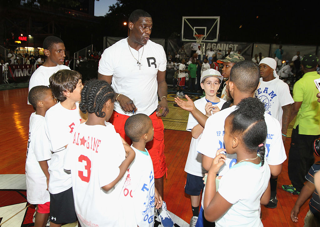 Former NBA Player Shawn Kemp chats with children at 2013's Re