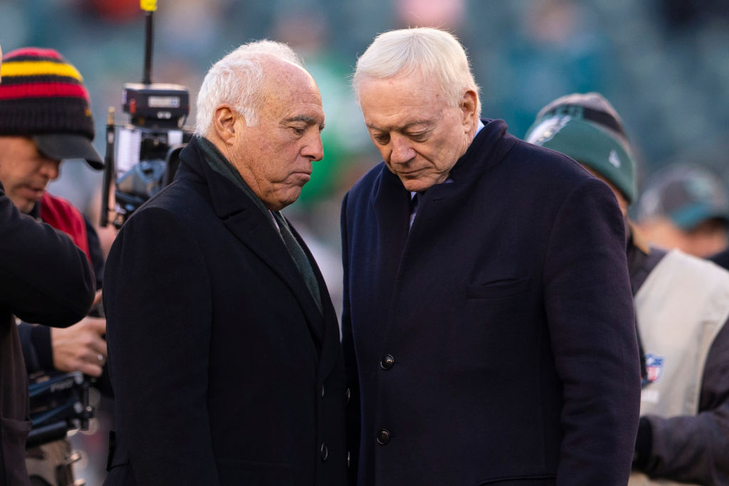Owner Jeffrey Lurie of the Philadelphia Eagles talks to owner Jerry Jones of the Dallas Cowboys