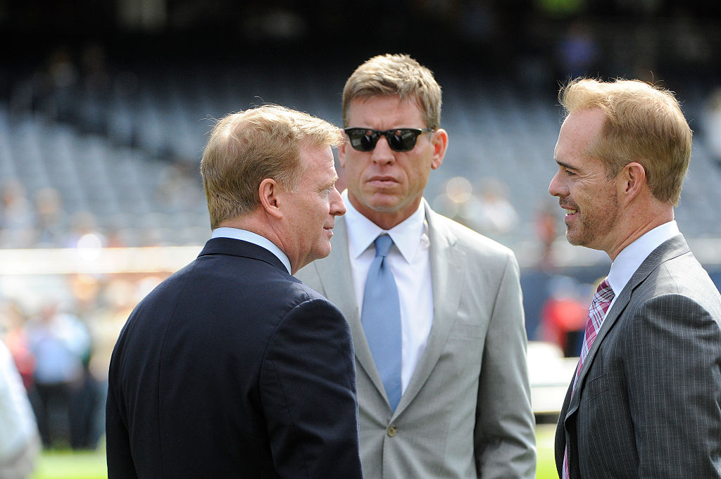NFL Commissioner Roger Goodell (L) talks to Troy Aikman (C) and Joe Buck on the field