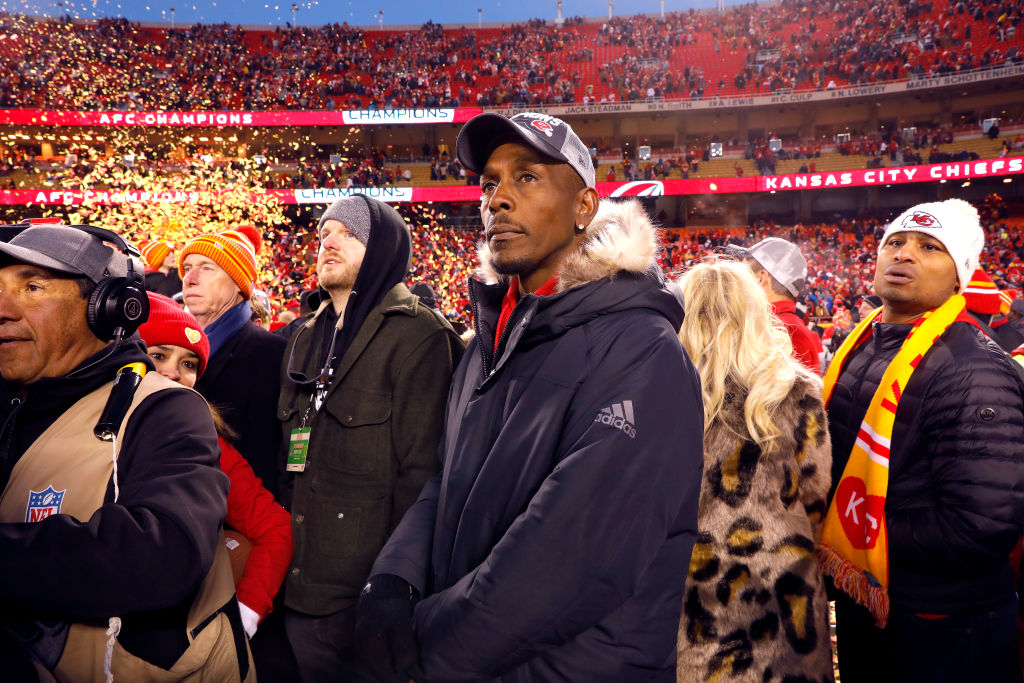 Patrick Mahomes' father Pat Mahomes Sr. looks on during a Chiefs game