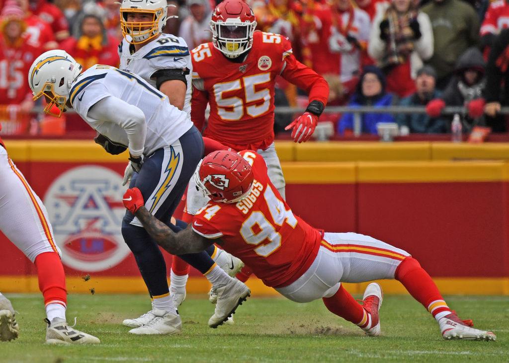 A solid playoff run with the Chiefs could see veteran defensive standout Terrell Suggs break one incredible NFL record.
