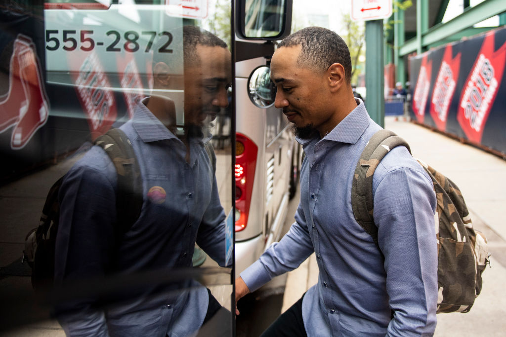 Mookie Betts boards the team bus in 2019