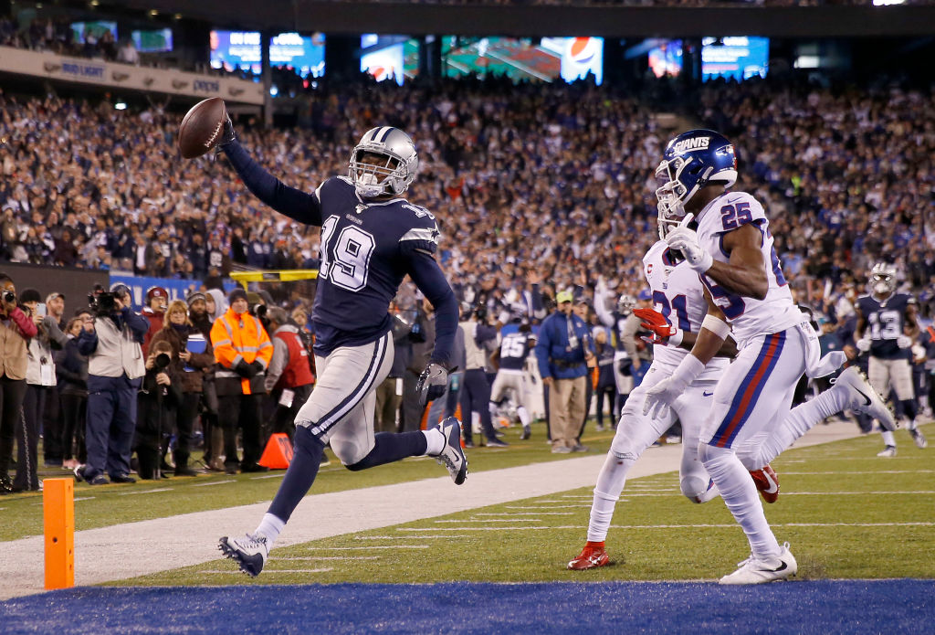 Dallas Cowboys receiver Amari Cooper scores a touchdown against the New York Giants.