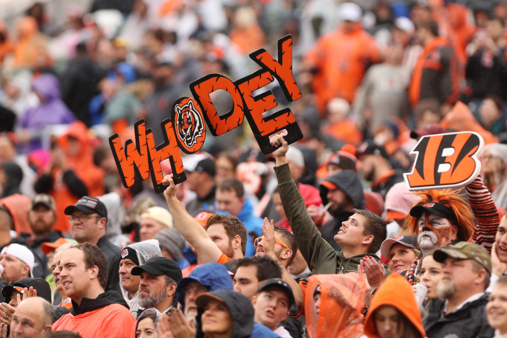 "Cincinnati Bengals fans hold up ""Who Dey"" sign."