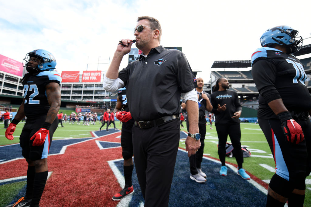What is the salary of an XFL head coach like Bob Stoops?