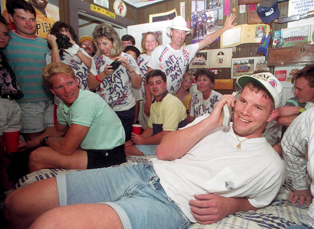 Packers legend Brett Favre gets a call from the Atlanta Falcons when they select him in the NFL draft.