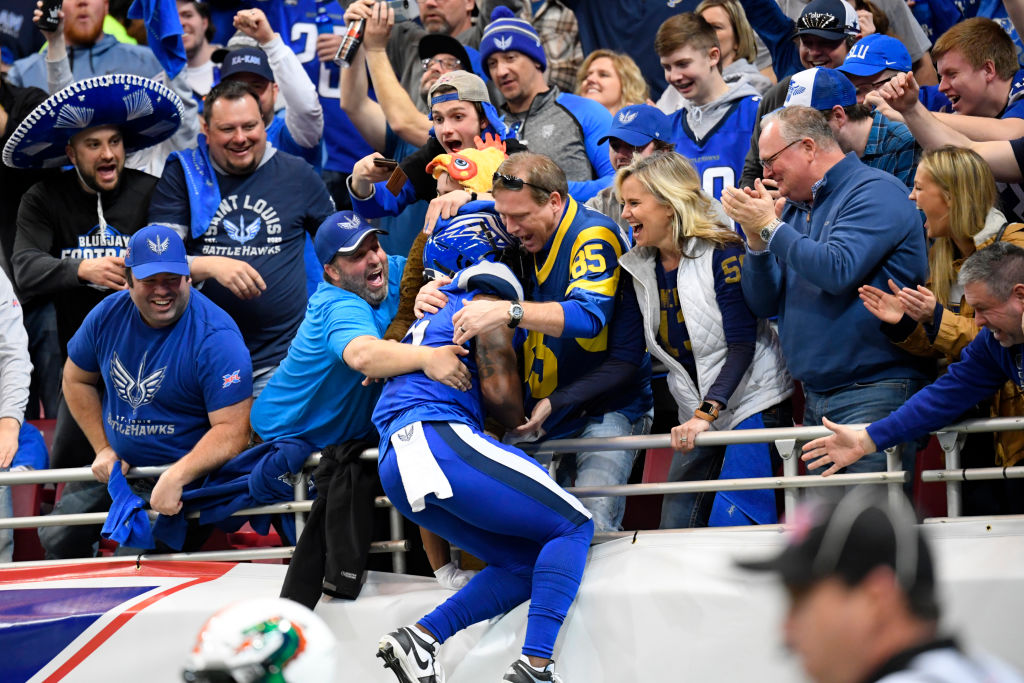De'Mornay Pierson-El of the XFL's St. Louis BattleHawks celebrating the first touchdown with fans