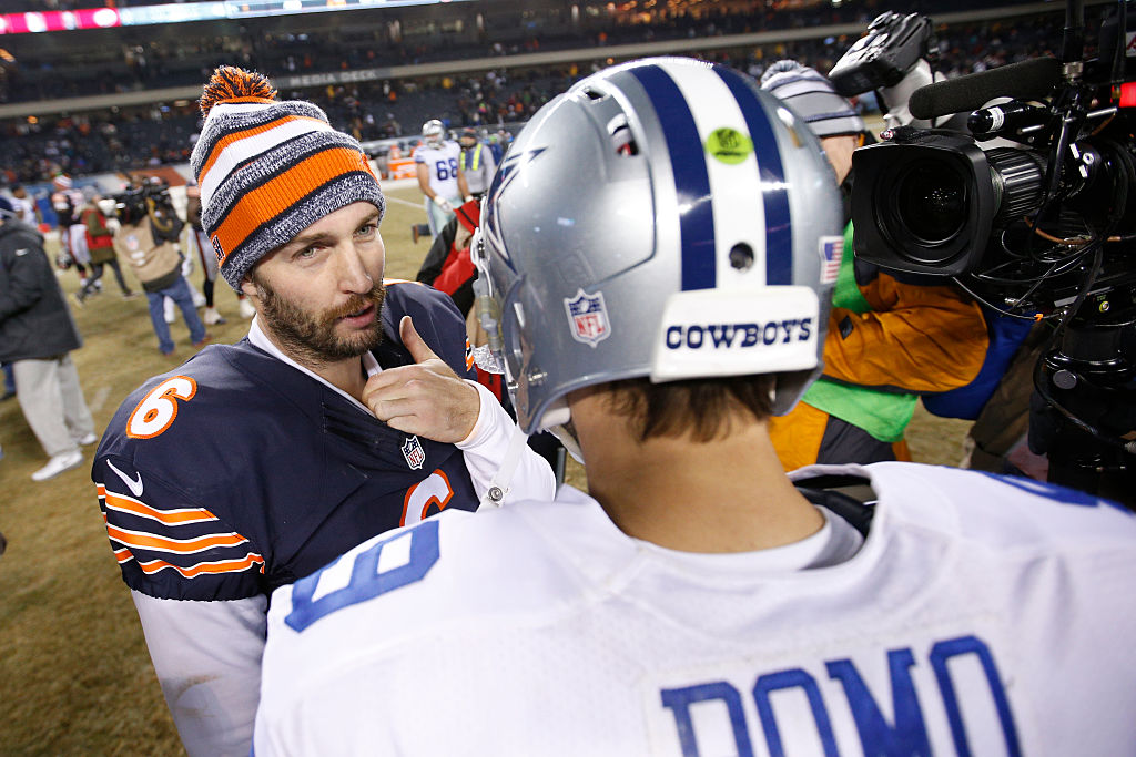 Jay Cutler and Tony Romo meeting to talk after a game