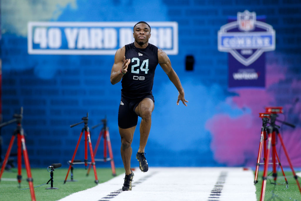 Jeffrey Okuduh running a 40 yard dash at the NFL Combine