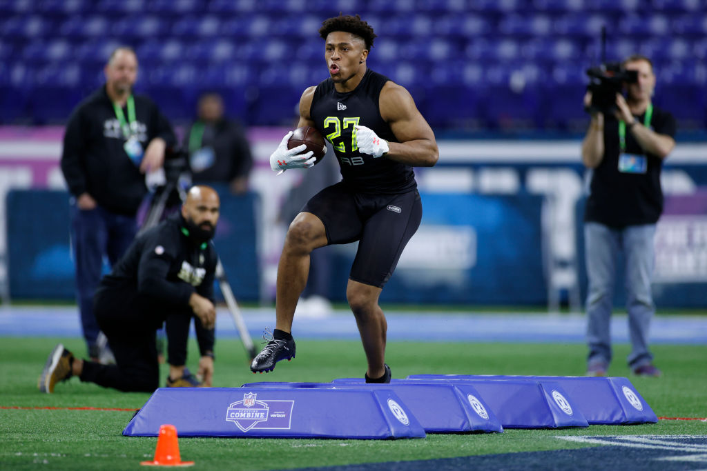Jonathan Taylor running a drill at the NFL combine
