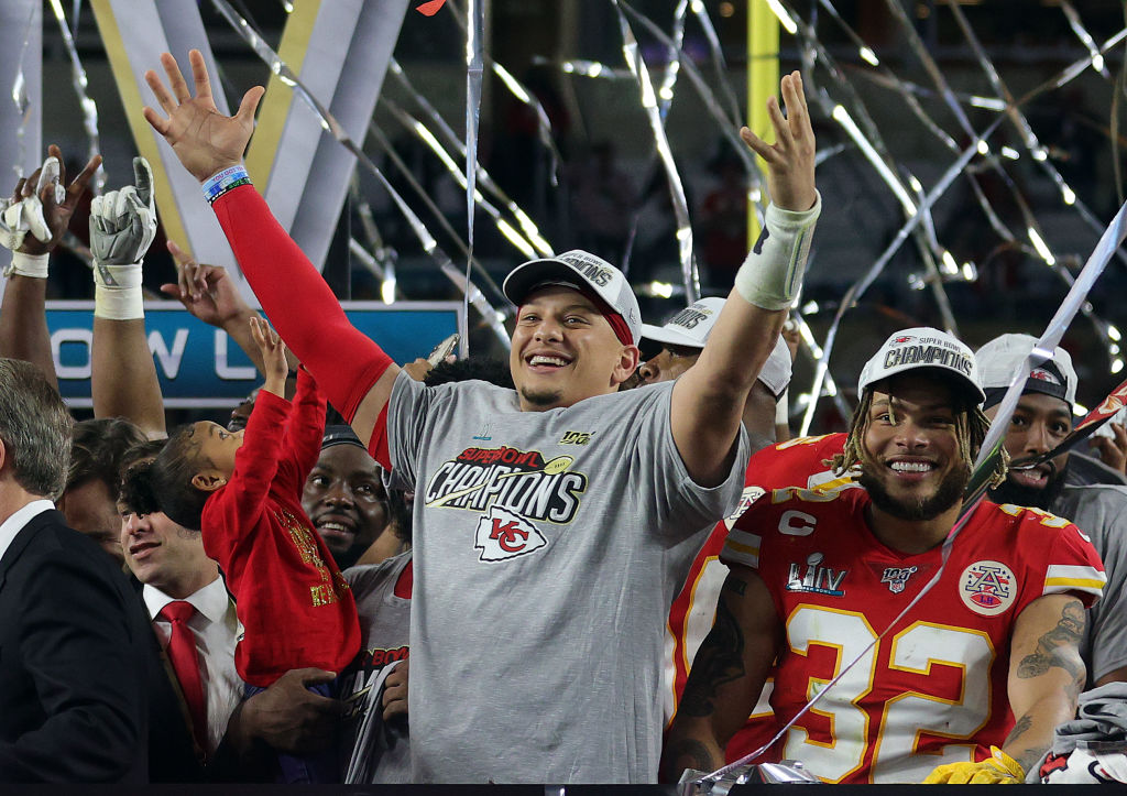 Bookmakers believe that Kansas City Chiefs quarterback Patrick Mahomes has a good shot at a second NFL MVP title.