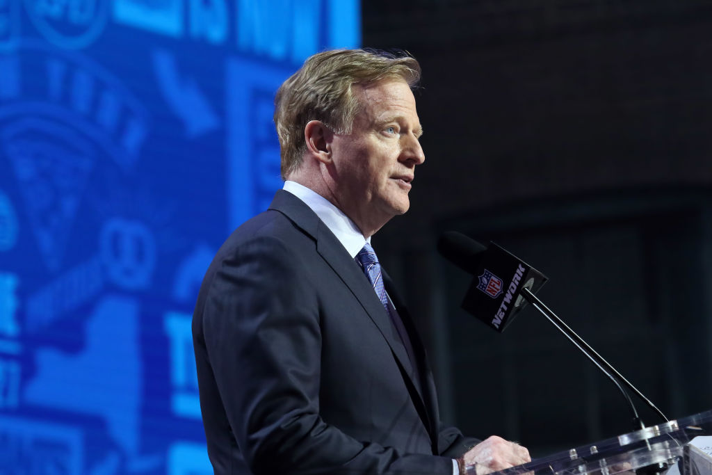 Roger Goodell talking at the NFL Draft