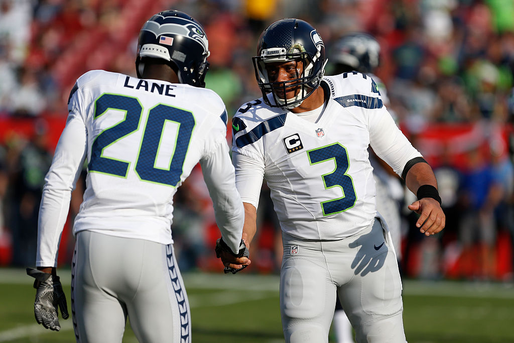 The Seahawks' quarterback Russell Wilson shakes hands with cornerback Jeremy Lane