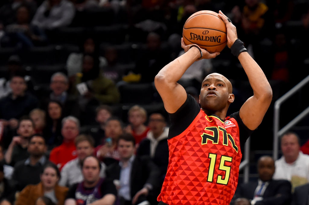 Vince Carter shoots the ball for the Atlanta Hawks.
