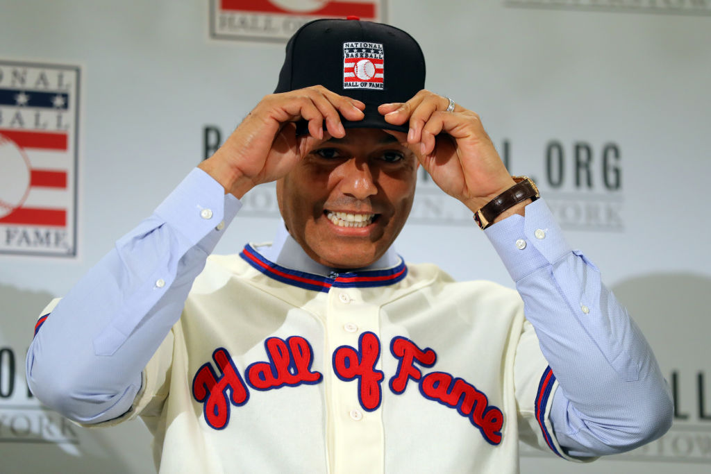 Mariano Rivera puts on his Hall of Fame cap during the 2019 Baseball Hall of Fame press conference