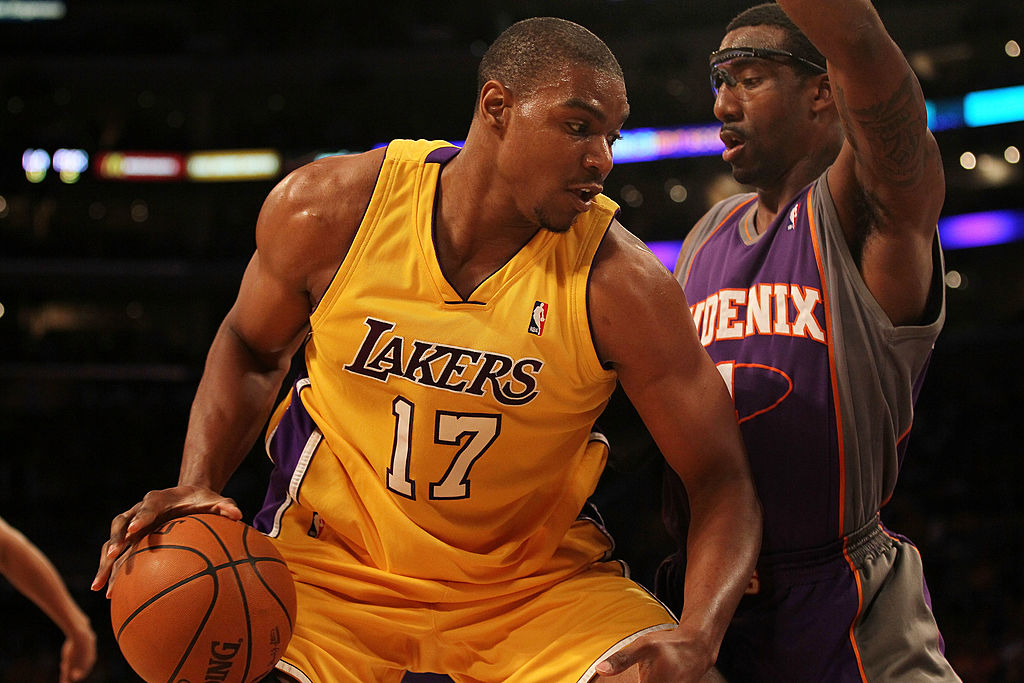 Andrew Bynum posing up during a game against the Suns