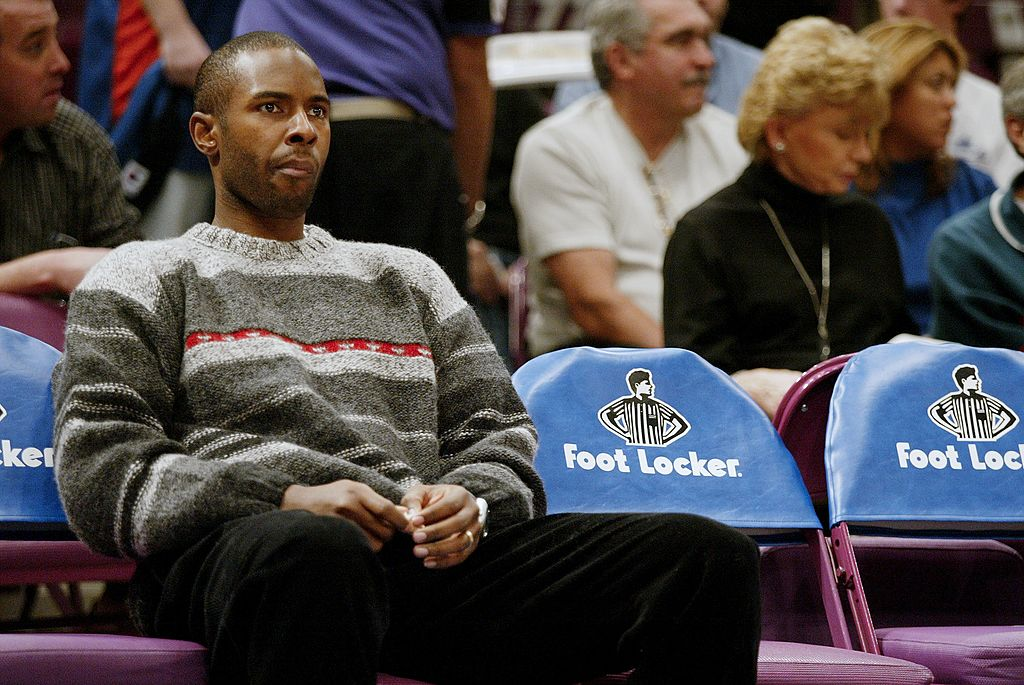 Charlie Ward sits on the bench during a New York Knicks game