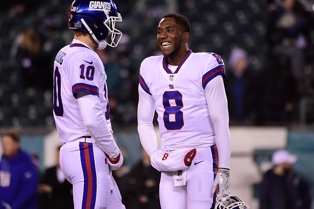 Eli Manning talks with Josh Johnson of the New York Giants