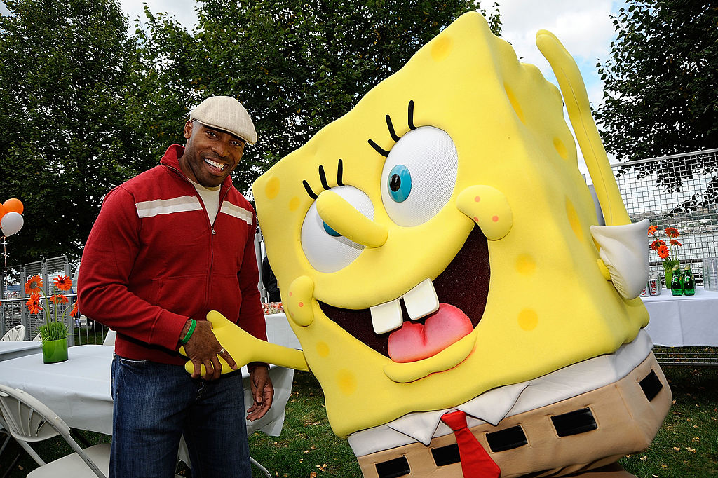 Former NFL player and TV personality Tiki Barber poses with Spongebob backstage at 2009 Nickelodeon's Worldwide Day of Play