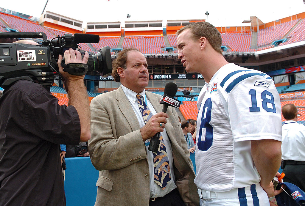 Chris Berman of ESPN interviews Peyton Manning of the Indianapolis Colts in 2007
