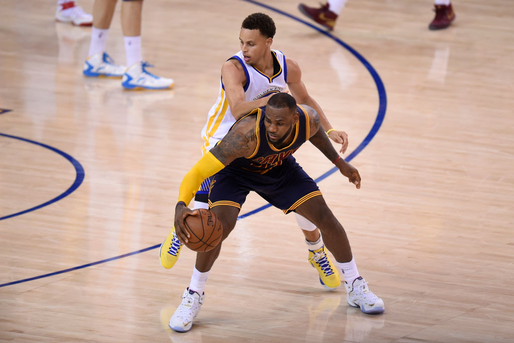 The Warriors' Stephen Curry guards the Cavaliers' LeBron James in 2015