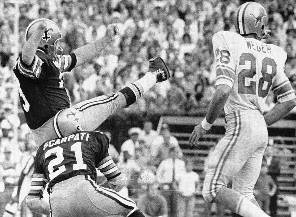 New Orleans Saints kicker Tom Dempsey died on Saturday night.