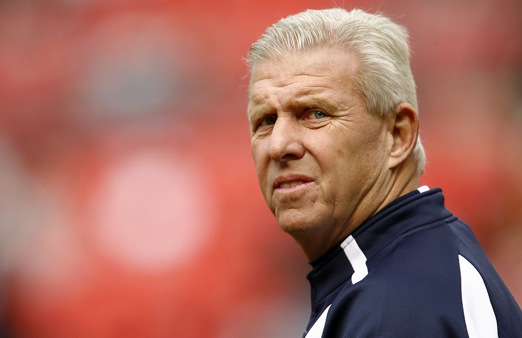 Bill Parcells looking on from the sideline during a Cowboys game