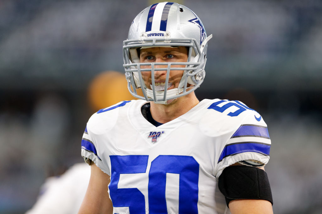 Dallas Cowboys linebacker Sean Lee warming up before a game