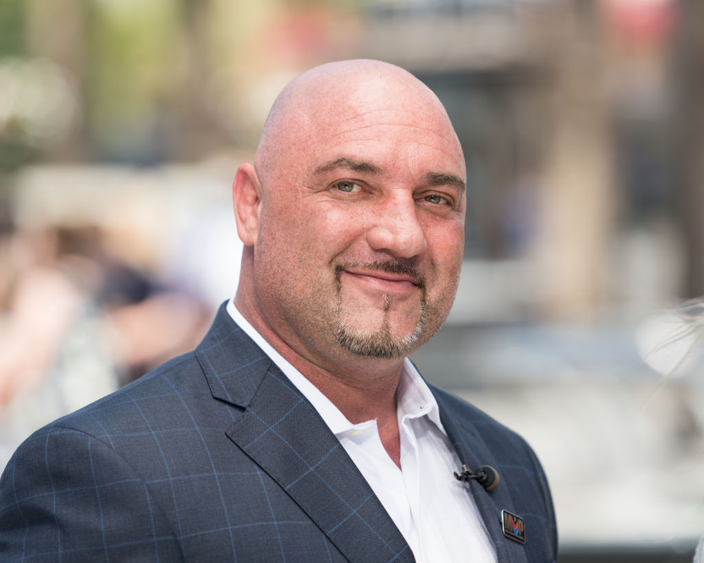 Jay Glazer posing for a photo on the red carpet