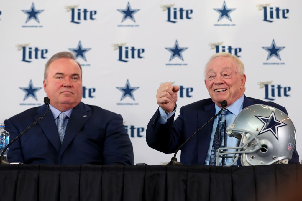 Jerry Jones needs to lock up Dak Prescott in order to bring a Super Bowl to the Cowboys.
