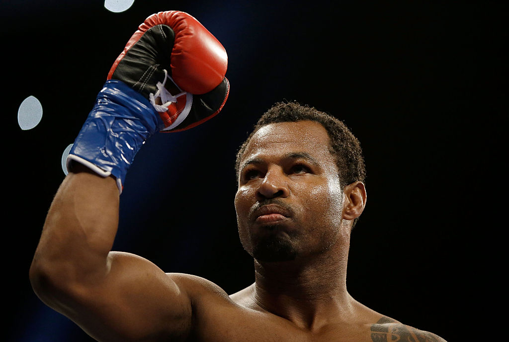 Shane Mosley waving to the crowd before a boxing match