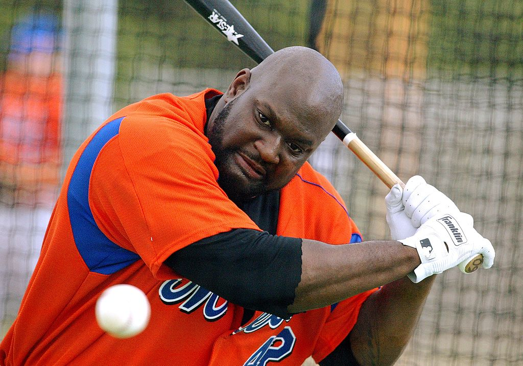 New York Mets first baseman Mo Vaughn takes swings in the batting cage