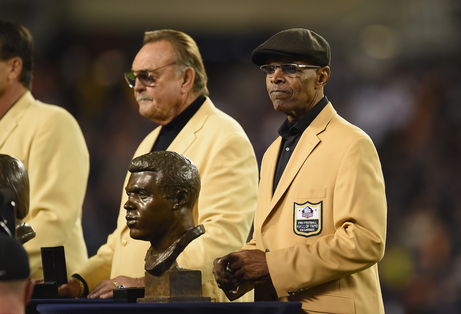 Gale Sayers is one of the greatest NFL players of all time, but he's been battling dementia since his diagnosis in 2017.