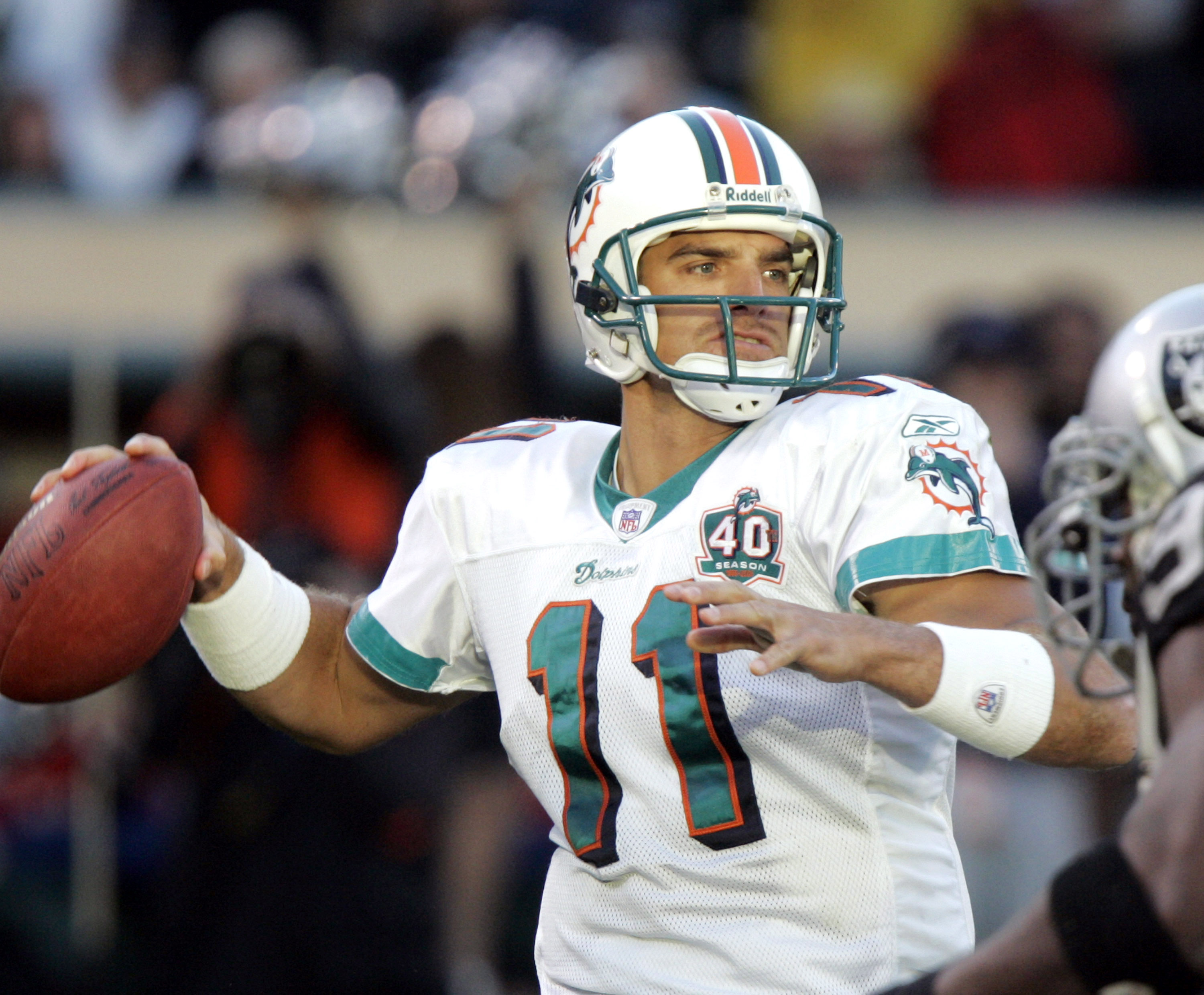 Gus Frerotte scanning the field during a Dolphins game