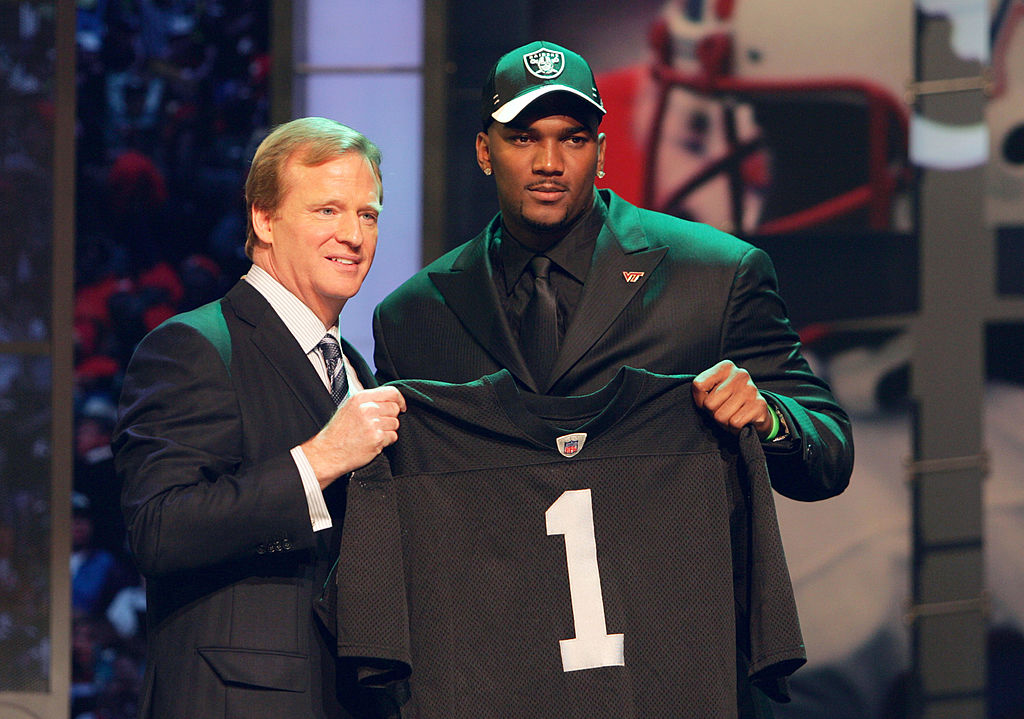 NFL Commissioner Roger Goodell (L) with Ja Marcus Russell of LSU chosen No. 1 by the Oakland Raiders in 2007