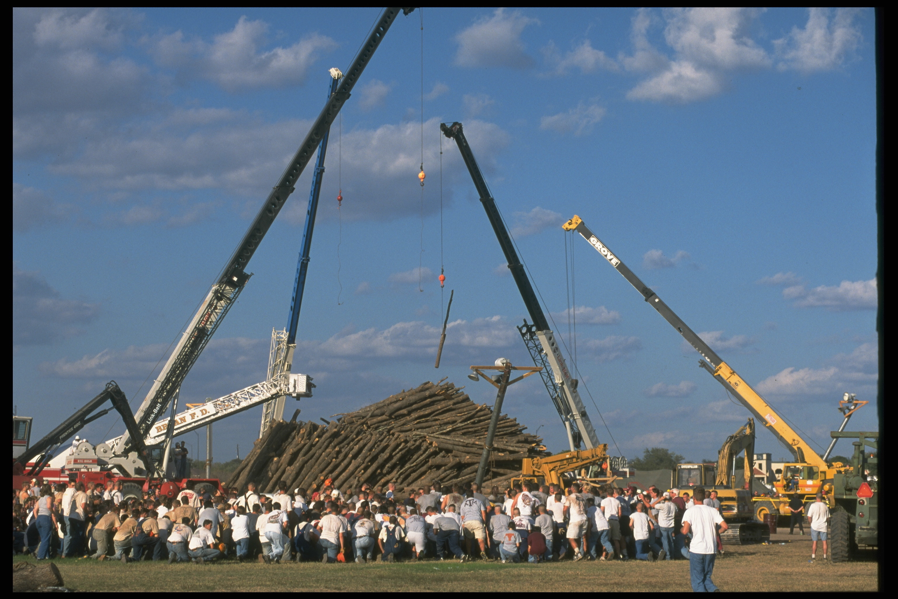 The 1999 tragedy led Texas A&M officials to put an end to the Aggie Bonfire tradition on campus in College Station. | Robert Daemmrich Photography Inc/Sygma via Getty Images)