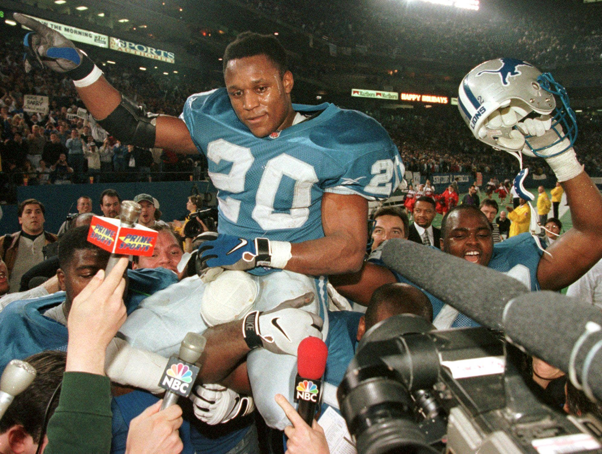 Barry Sanders Isn't the Only Legendary NFL Running Back to Retire Early