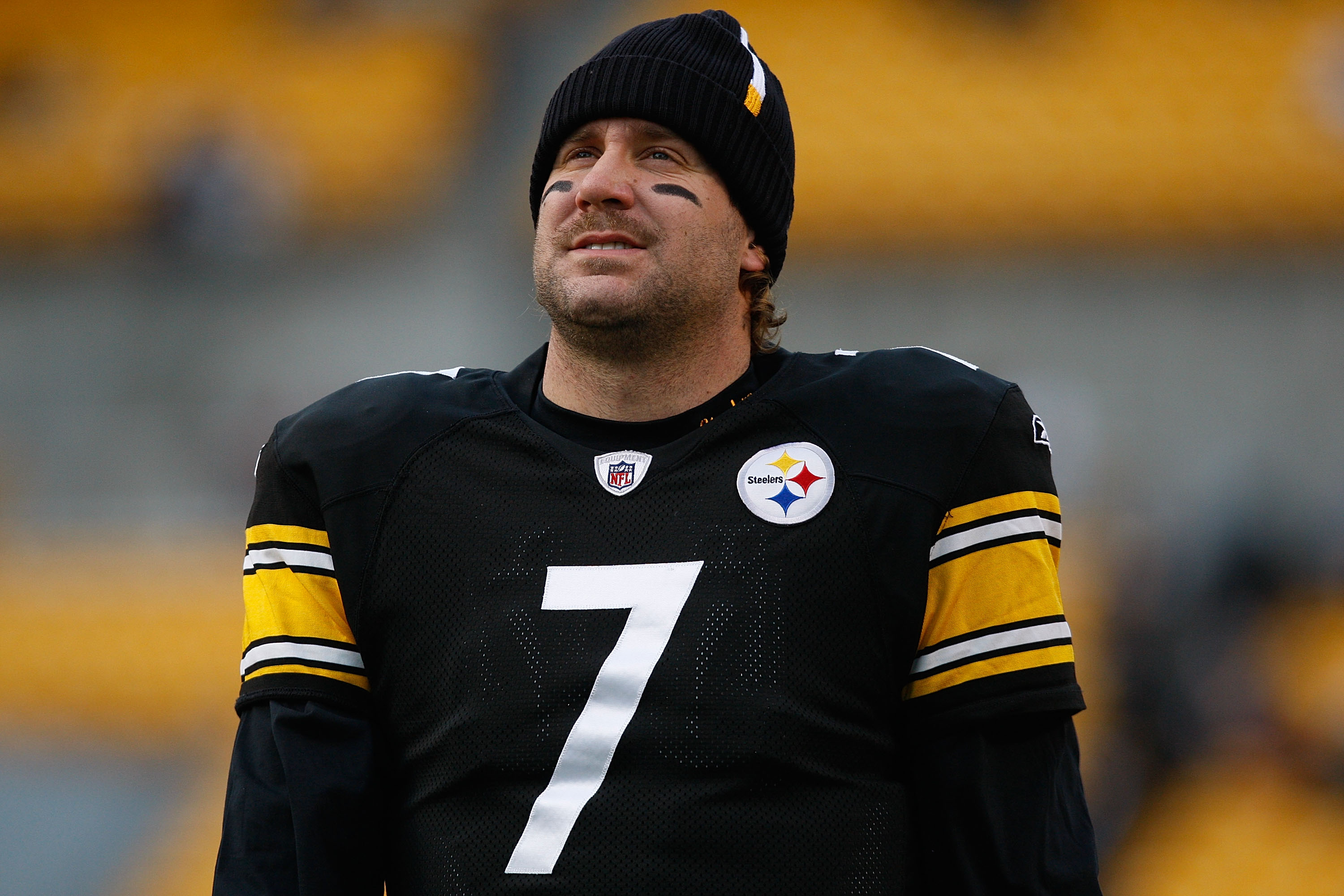 Ben Roethlisberger of the Pittsburgh Steelers warms up in 2009