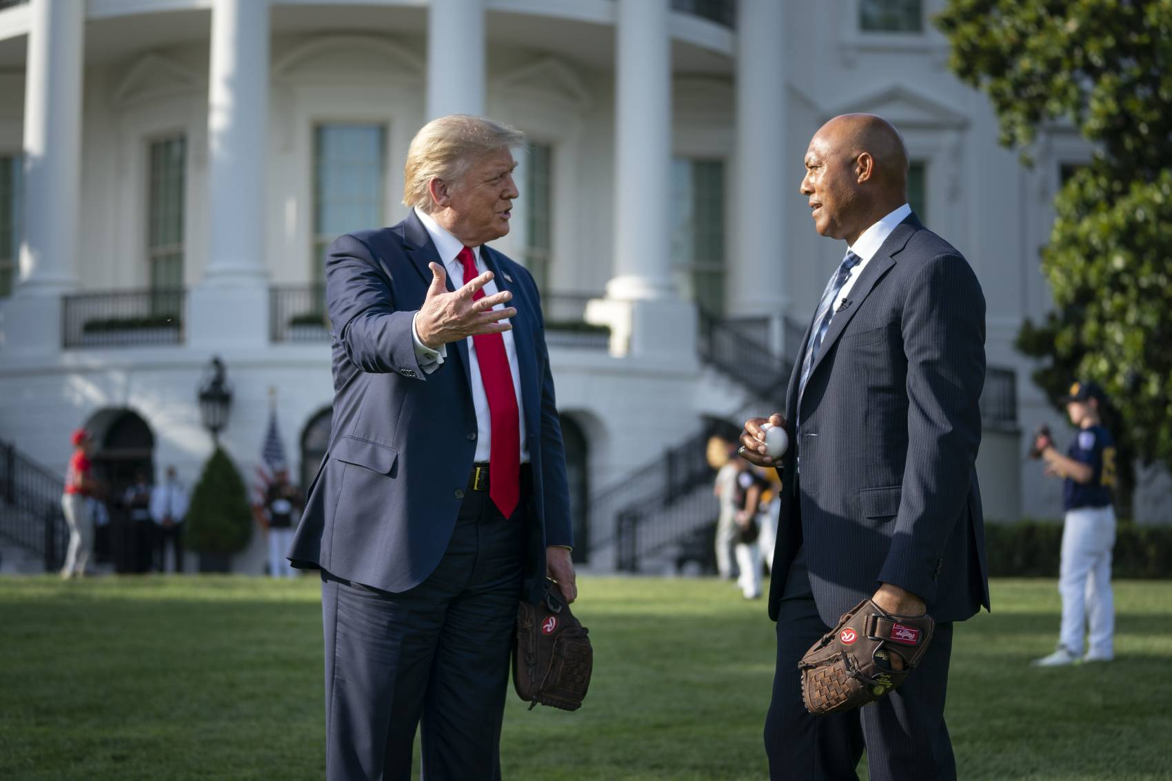 U.S. President Donald Trump (L) has a strong relationship with former Yankees closer Mariano Rivera.