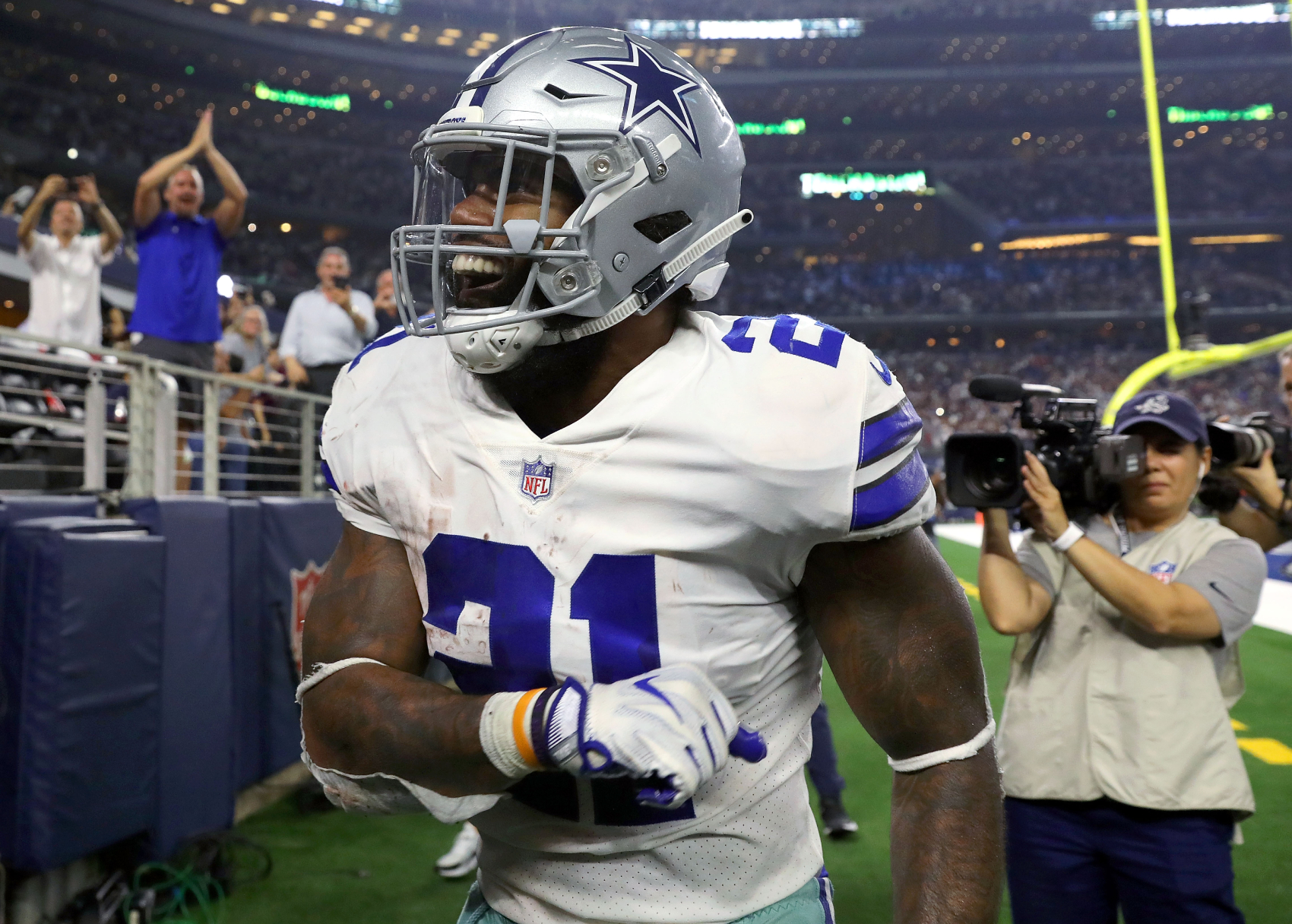 Ezekiel Elliott plays with a pretty talented quarterback on the Dallas Cowboys in Dak Prescott. He, however, is in awe of someone else.