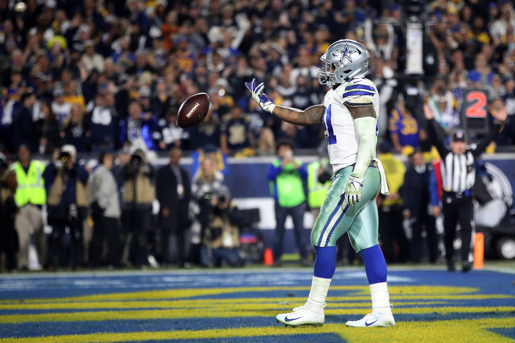 Ezekiel Elliott has had a great start to his career with the Dallas Cowboys. He is even in an exclusive club with LaDainian Tomlinson.
