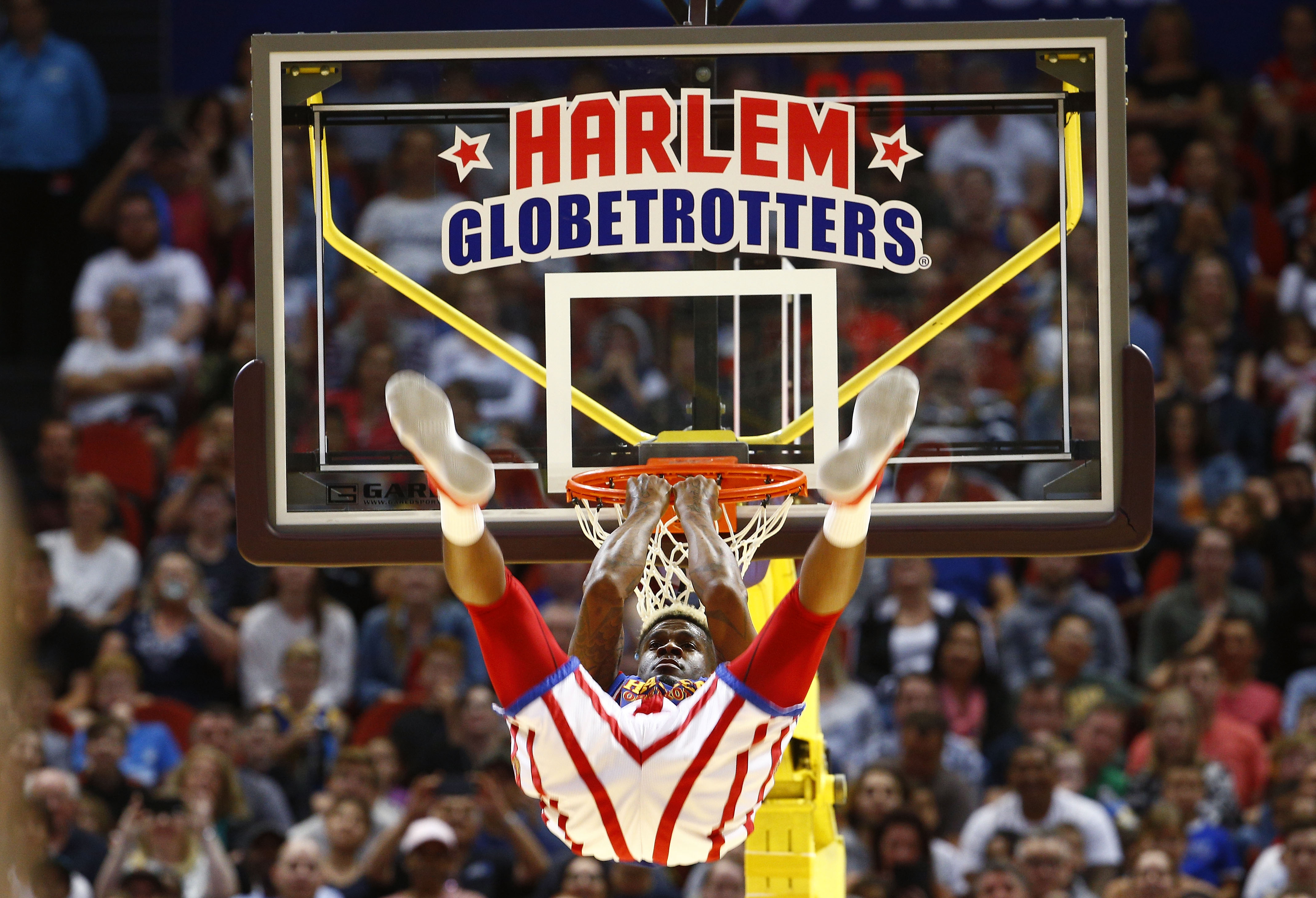 A player for the Harlem Globetrotter drunks the a basketball